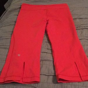 Coral knee length lululemon crops